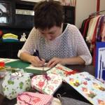 Doris P. bei der Arbeit